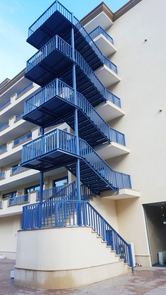 Аварийна стълба хотел София Златни пясъци